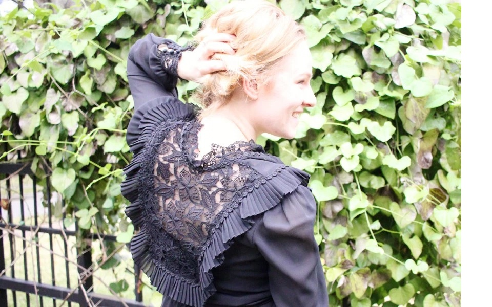THE VINTAGE BLOUSE WITH A PRICE TAG TO LOVE